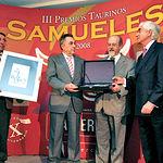 El gerente de Taurodelta, Ángel Gómez (2º izq), recogió, en nombre de Miguel Ángel Perera, sus galardones a la Mención de Reconocimiento otorgada por el Jurado de los Premios Samueles.