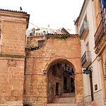 Con entrada por la Plaza Mayor se encuentra el Arco de Zapatería, en la imagen.