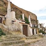 Las Cuevas (en la actualidad muy bien acondicionadas), uno de los atractivos turísticos de Chinchilla.