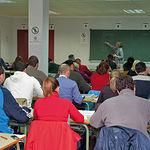 El desempleo actual ha producido un notable incremento en las matriculaciones en la UNED. Foto: Alumnos en Albacete.