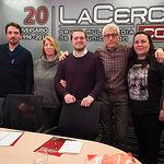 Carlos González, Lourdes González, Manuel Martínez y Verónica García, de la Red Feminista Albacete, junto a Manuel Lozano, director del Grupo Multimedia de Comunicación La Cerca
