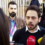 Fran Casamayor, candidato de Unidas Podemos al Congreso por Albacete, atendía a los medios de comunicación después de ejercer su derecho al Voto.