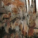 Vista del interior de la Cueva de Los Chorros. Se trata de una surgencia cárstica de la que nace el río Mundo.