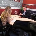 Santiago Cabañero, secretario general del PSOE provincial de Albacete, junto a la periodista Miriam Martínez