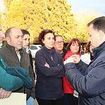 Manuel Serrano se concentra junto a los vecinos del barrio de Medicina y del Hondo de la Morena.