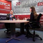 Valentín Bueno, alcalde de Villarrobledo, junto a la periodista Carmen García. Foto: Manuel Lozano García / La Cerca