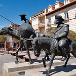 Escultura de Don Quijote y Sancho en Alcázar de San Juan (Ciudad Real).