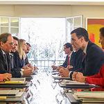 Primera reunión de la Mesa de Diálogo encabezada por el presidente del Gobierno, Pedro Sánchez, y el president de la Generalitat, Quim Torra, en el Palacio de la Moncloa. Foto: Europa Press 2020