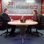 José Francisco Roldán Pastor, comisario jefe de la Policía Nacional en Albacete, junto a la periodista Carmen García