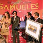 La ganadera Sonia González (1ª izq), recogió los premios a su Mención de Reconocimiento en la Feria de Albacete 2008.