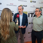 Fernando de la Cruz, director técnico del ITAP, junto a Fernando Mañas, técnico del Servicio de Investigación y Asesoramiento de Cultivos Leñosos del ITAP.