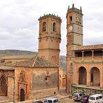 Torres de La Trinidad y del Tardón, en la Plaza Mayor de Alcaraz.