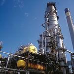 Las fuentes energéticas más subvencionadas son precisamente los combusibles fósiles. Foto: Refinería de petróleo.