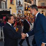 Su Majestad el Rey saluda al presidente de la Junta de Comunidades de Castilla-La Mancha, Emiliano García Page a su llegada a la Catedral de Cuenca