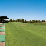 """Zona de prácticas en el club de golf """"Las Pinaillas""""."""