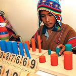 Imagen tomada en febrero de 2006 de unos niños indígenas Aymaras durante un programa de alfabetización de Charazani, Bolivia.