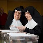 Varias personas ejerciendo su derecho al Voto.