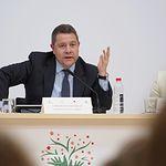 Emiliano García Page, presidente Castilla-La Mancha, durante el II Simposio 'La atención a la dependencia. Retos e innovación', en Albacete.