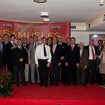Los premiados de la V Edición de los Premios Taurinos Samueles, posando junto a los miembros del jurado.