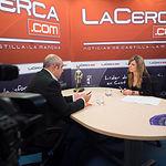 Julián Sevilla, presidente de la Federación de Comercio de Albacete, junto a la periodista Miriam Martínez