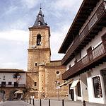 En la Plaza Mayor se encuentra la Iglesia parroquial de San Bartolomé, templo renacentista.