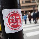 Concentración convocada por UGT y CCOO en defensa de las pensiones