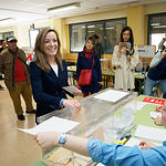 Carmen Navarro, candidata del PP al Congreso por Albacete, ejerciendo su derecho al Voto.