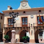 Fachada del edificio que alberga la Sala de la Villa, en la Plaza de la Iglesia.