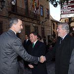 Su Majestad el Rey recibe el saludo del ministro de Educación, Cultura y Deporte, Íñigo Méndez de Vigo