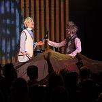Representación de la obra de teatro 'Brokers', a cargo de la compañía Yllana