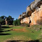 Gracias al desarrollo que viene presentando el turismo rural y ecológico,  muchas zonas rurales y espacios protegidos han visto incrementadas sus arcas. Imagen de la Ciudad Encantada, en la provincia de Cuenca.