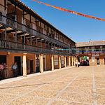 La Plaza Mayor de San Carlos del Valle es sólo comparable a la belleza de las de Almagro y Villanueva de los Infantes.