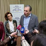 Javier Ortega-Smith, secretario general de VOX a nivel nacional, y Pedro Fernández , vicesecretario jurídico del partido, durante el acto de Albacete