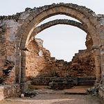 En el lado Este de la plaza destacaba la presencia del templo más importante de Recópolis, la iglesia o basílica  palatina.