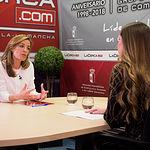 Carmen Navarro, candidata al Congreso por el PP en Albacete, junto a la periodista Carmen García