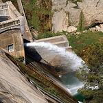 Durante 2005, la falta de agua en los embalses para producir electricidad causó un notable descenso de la producción hidroeléctrica.