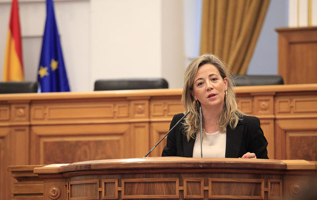 Lola Merino, en el Pleno de las Cortes regionales.