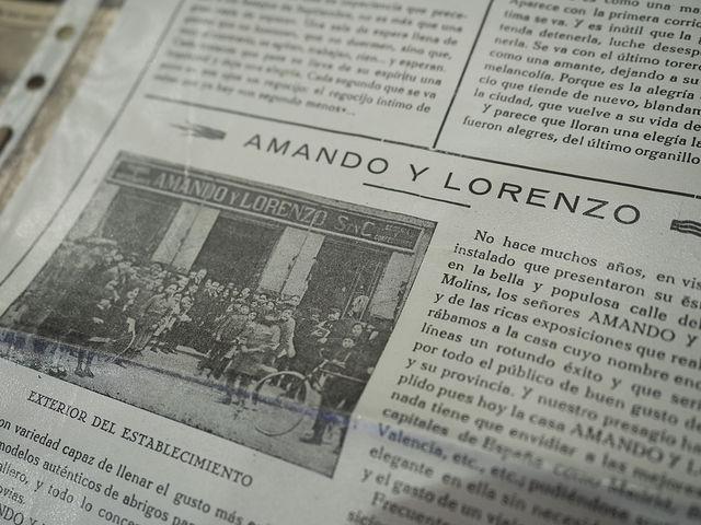 """Recorte de periódico en que que aparece \""""Amando y Lorenzo\"""""""