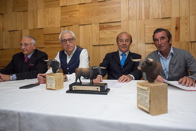 De izquierda a derecha: Manuel Amador (torero); Manuel Lozano (Director General de La Cerca); Samuel Flores (Ganadero y presidente de Honor del Jurado de los Premios Samueles) y Dámaso González (Torero y ganadero).