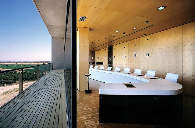 Unas modernas instalaciones refrendan uno de los proyectos vitivinícolas más importantes de Castilla-La Mancha.