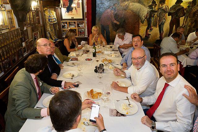 La Academia de Gastronomía de C-LM y los Caballeros Cofrades del Buen Almuerzo firman un convenio para ensalzar la gastronomía de la región. Foto: Manuel Lozano García / La Cerca