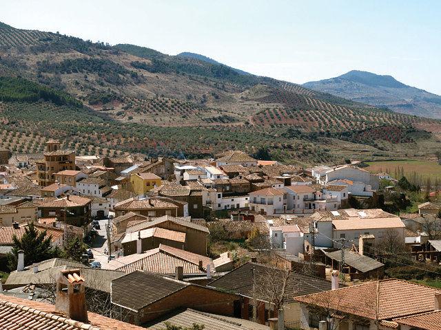 Vista de la localidad de Bienservida. Los olivos rodean su entorno.