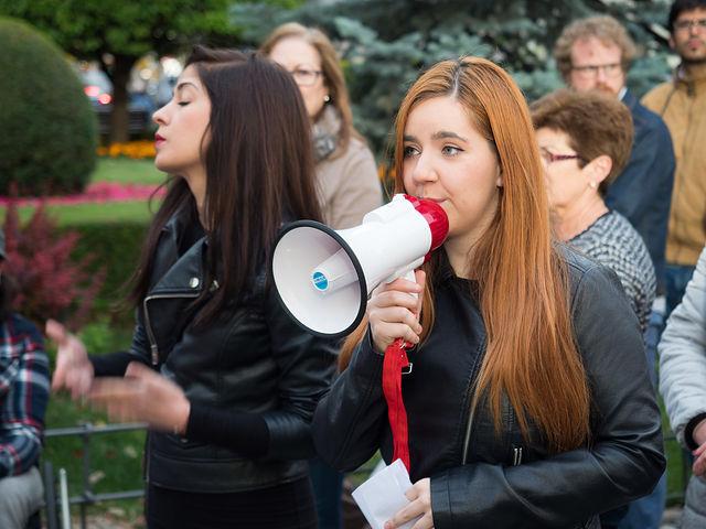 Elena de la Vara durante la concentración en respuesta del feminicidio ocurrido el pasado lunes en Albacete