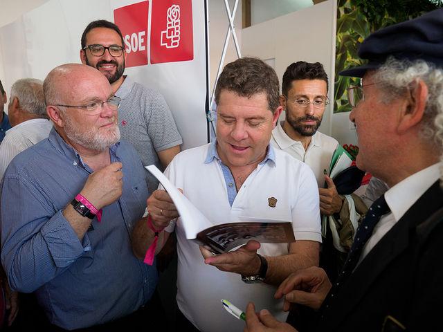 """Emiliano García-Page participa en la entrega de los premios \""""Pablo Iglesias\"""" del PSOE de Albacete en la Feria"""