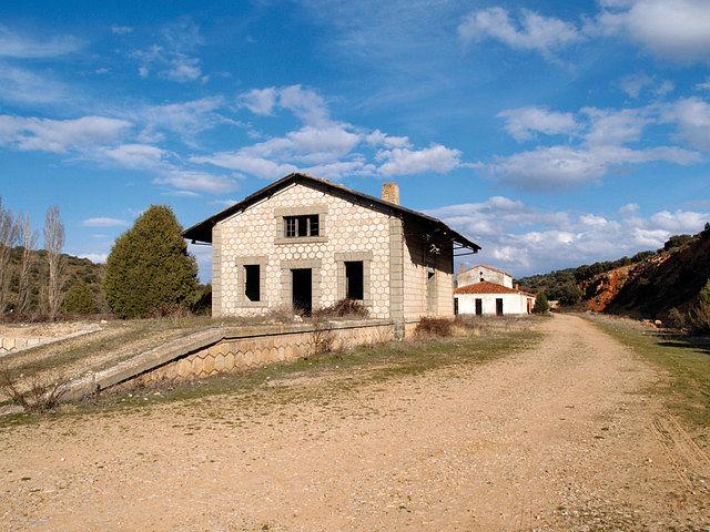 Antigua estación de ferrocarril Baeza-Utiel, actualmente convertida en Vía Verde.