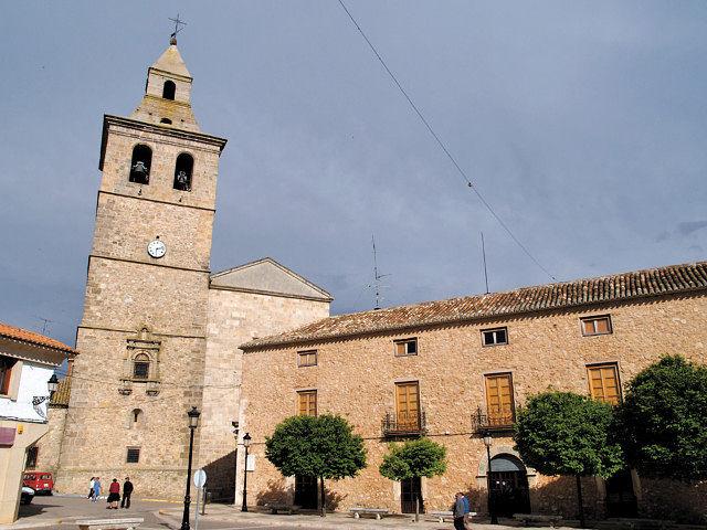 Papercraft building imprimible y armable de la Iglesia de Santa Catalina de El Bonillo en Albacete, España. Manualidades a Raudales.