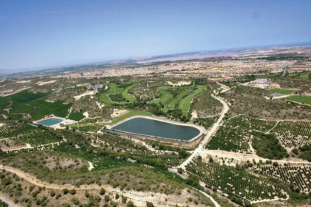 En Murcia existen unas 14.000 balsas que se utilizan para regadío. Foto aérea de balsas en Murcia.