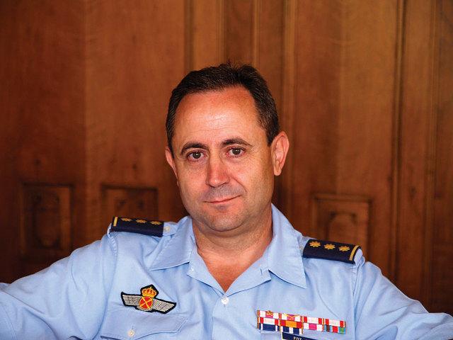 El pasado 11 de julio, el coronel Orlando Fernández tomó posesión, en sustitución del coronel Félix Sahagún Schwartz, como jefe de la Base Aérea de Los Llanos y del Ala 14.