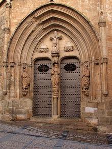 Portada occidental de la Iglesia Parroquial de Santa María del Salvador.