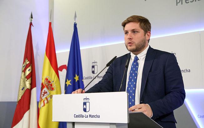El portavoz del Gobierno regional en funciones, Nacho Hernando, informa en rueda de prensa sobre los acuerdos aprobados en el Consejo de Gobierno, en el Palacio de Fuensalida. (Foto: Álvaro Ruiz // JCCM)